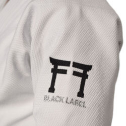 Fighting Films Judogi Black Label bianco - logo